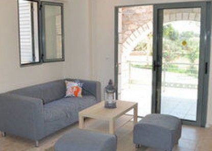 Nefeli Apartments