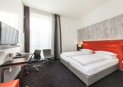 Novum Select Hotel Berlin The Wall