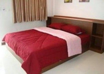 Nuch\'s Apple Guest House