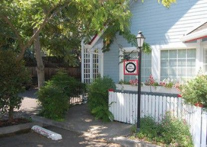Oak Street Cottages