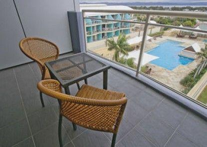 Oaks Waterfront Resort - The Entrance