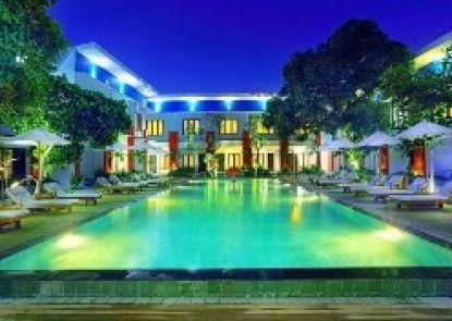 Ozz Hotel Kuta Bali Pemandangan