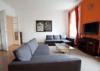 Oktogon apartment