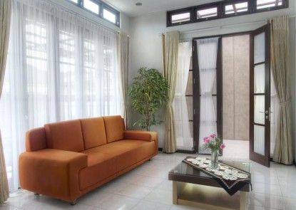 Omah Garuda Homestay Lobby