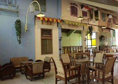 Omah Njonja Bed & Brasserie Interior