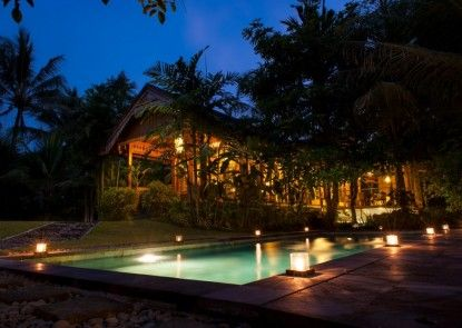 Omkara Resort Kolam Renang