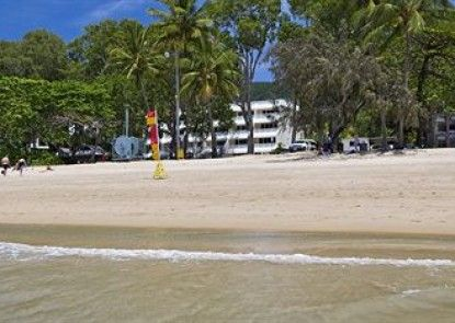 On Palm Cove Beachfront Apartments Teras