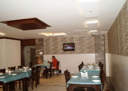 Optimum Sheela Inn @ Taj