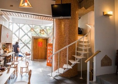 Orange Moon Inn