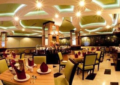 Orchardz Jayakarta Hotel Rumah Makan