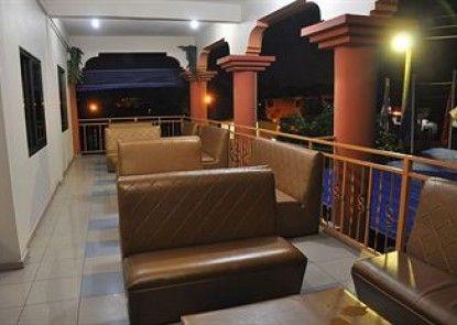 Oscarpak Royal Hotel