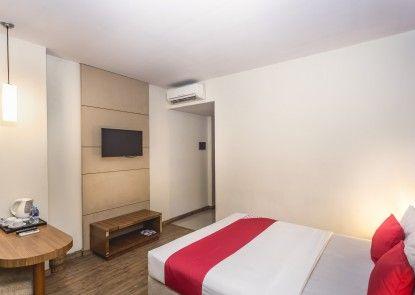 OYO 110 Feodora Hotel Teras