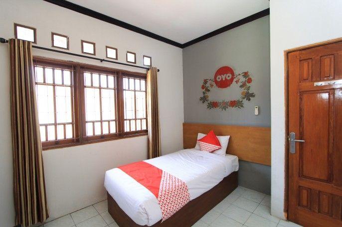 OYO 159 Santo Guest House, Surabaya