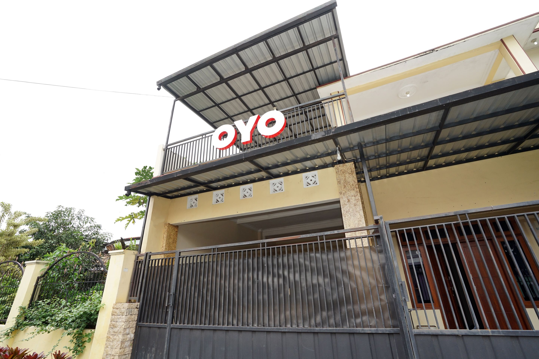 OYO 302 Karolin Syariah Homestay, Malang