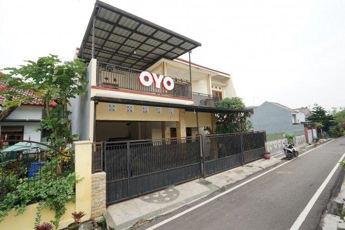 OYO 302 Karolin Homestay, Malang