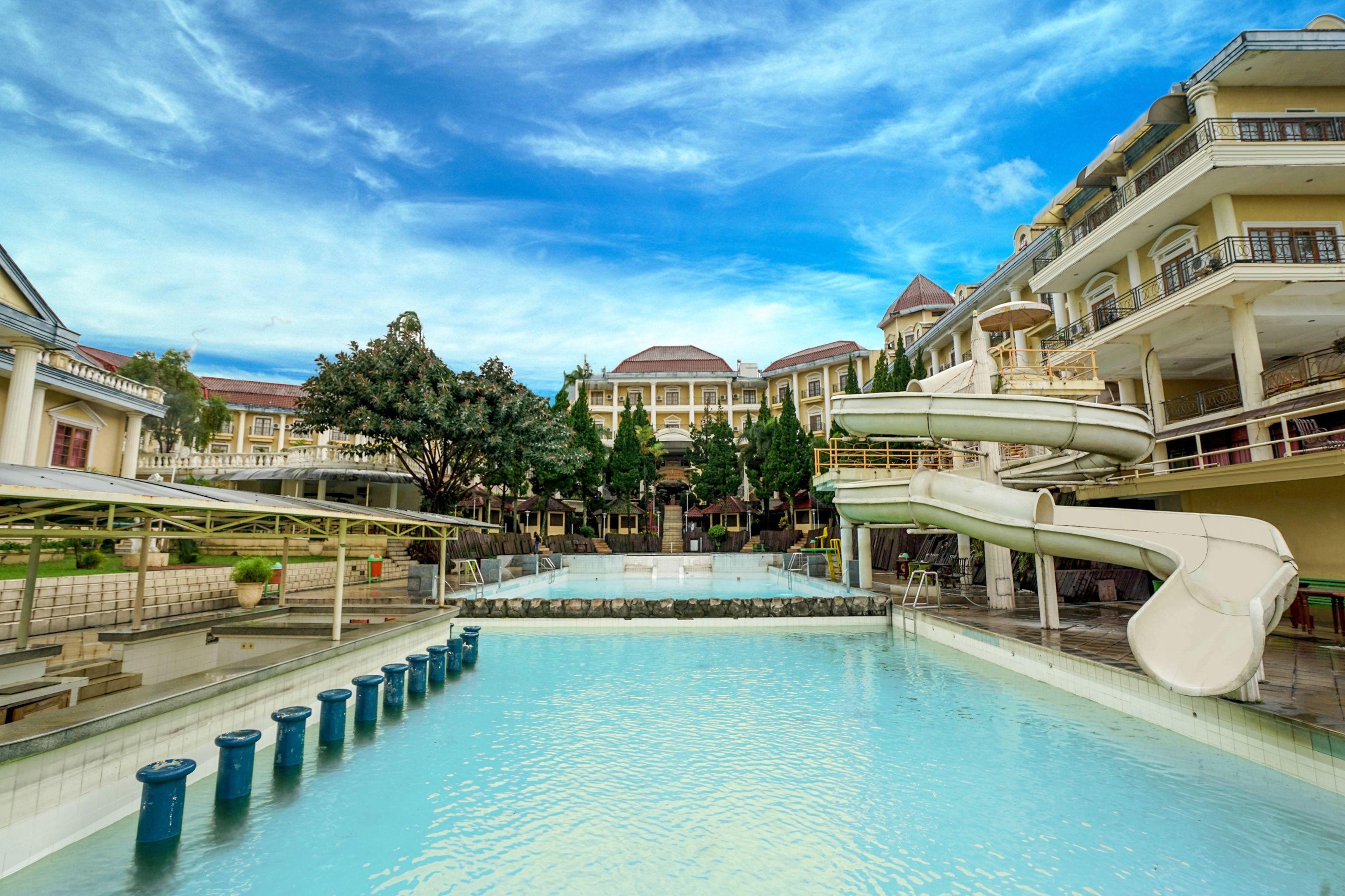 OYO 395 Tretes Raya Hotel, Pasuruan