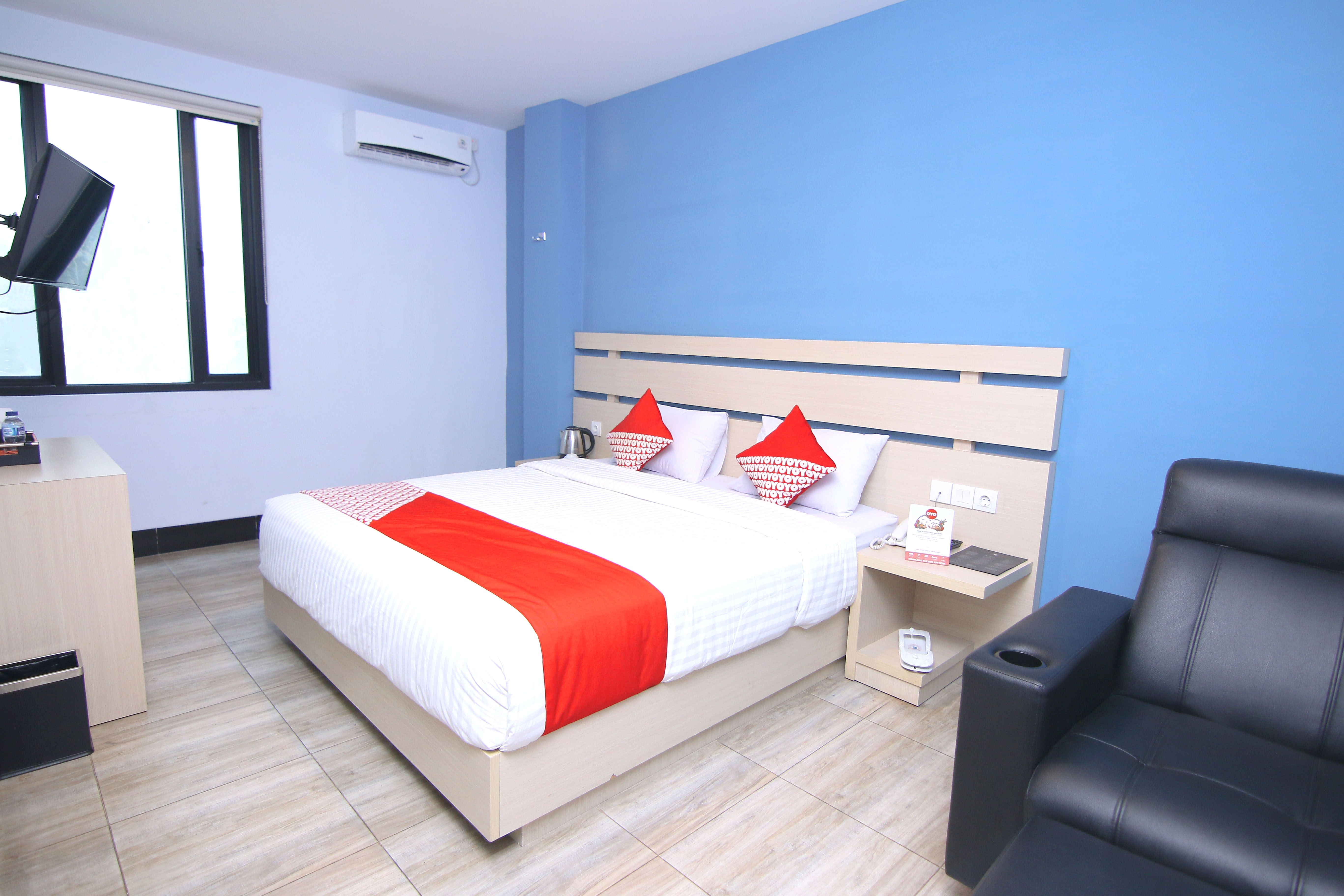 OYO 592 Budget Hotel by the Harbour, Padang