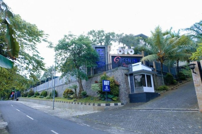 OYO 887 Green Hill Hotel and Convention Center, Jember