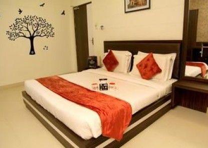 OYO Premium Near Sankat Mochan Mandir