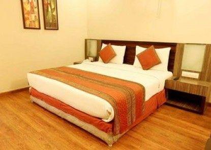 OYO Premium Patel Nagar