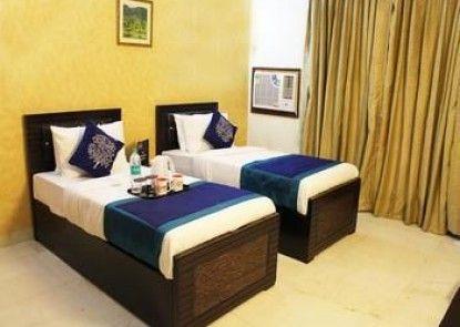 OYO Rooms Atta Market Sector 30
