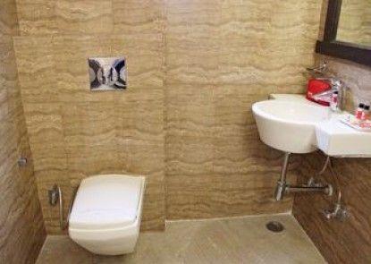 OYO Rooms Karol Bagh Bikanerwala