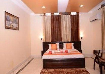 OYO Rooms Near Jaipuria School