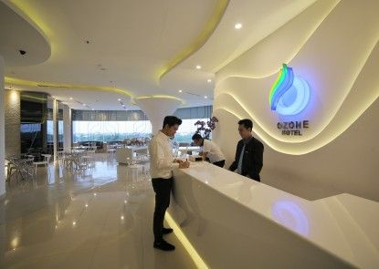 Ozone Hotel Pantai Indah Kapuk Jakarta Penerima Tamu