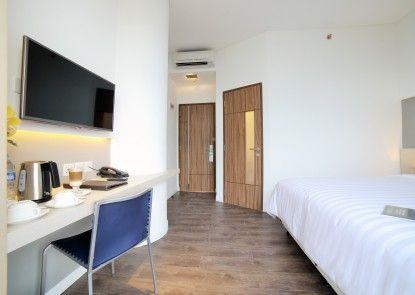 Ozone Hotel Pantai Indah Kapuk Jakarta Kamar Tamu
