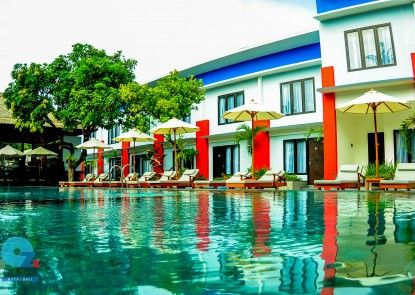 Ozz Hotel Kuta Bali Kolam Renang