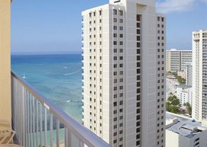 Pacific Beach Hotel Teras