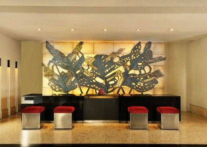 Padma Hotel Bandung Penerima Tamu