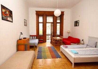 Pal\'s Hostel & Apartments