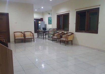 Pandanaran Guest House Lobby