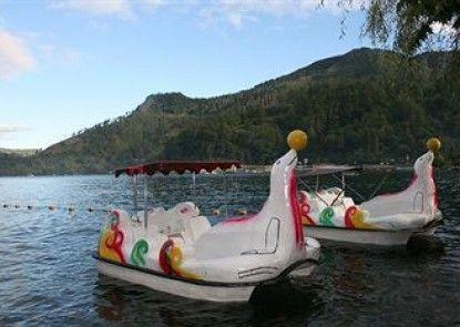 Pandu Lakeside Hotel Parapat - Toba Lake Teras