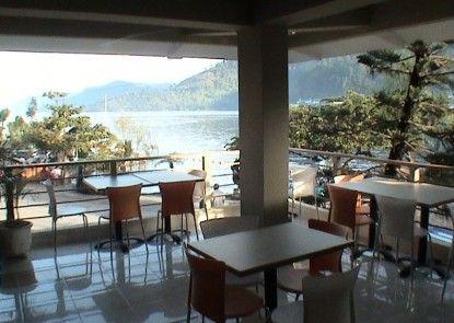 Pandu Lakeside Hotel Parapat - Toba Lake