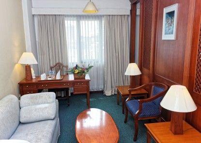 Paragon Gallery Ruangan Suite
