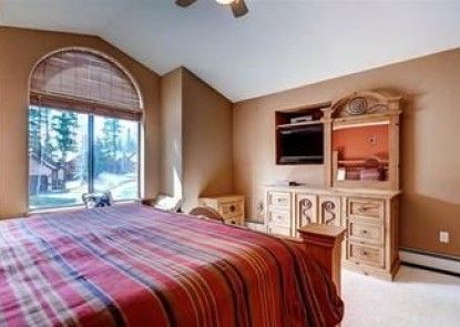 Park Forest Chalet Peak 8 by Pinnacle Lodging