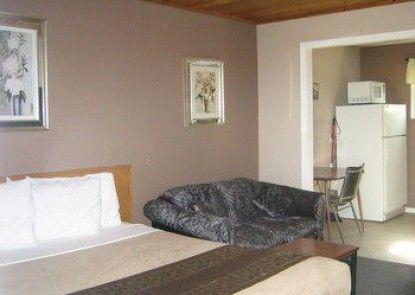 Parkway Motel & European Lodges