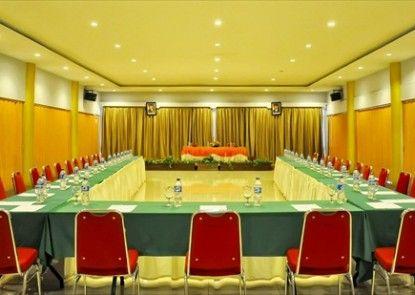Patra Comfort Parapat Ruangan Meeting