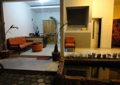Pendowo Huis Guest House Teras