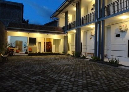 Pendowo Huis Guest House Tempat Parkir