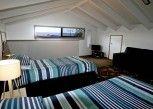 Pesan Kamar Studio Premium, Balkon, Pemandangan Taman di Penguin Beachfront Apartments