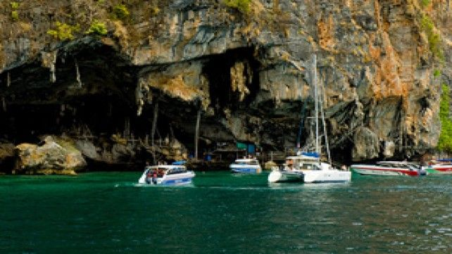 Phi Phi Island Tour by Big Boat with Transfers