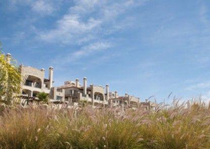 Pine Hill Residence by Garvetur