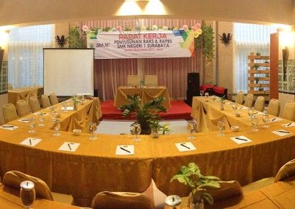 Pines Garden Hotel Ruangan Meeting