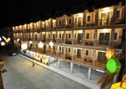 Piyapetch Place