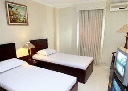 Plaza Hotel Tegal Kamar Tamu