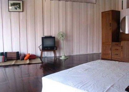 Ploen Amphawa Resort