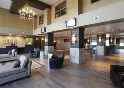Pomeroy Inn & Suites at Olds